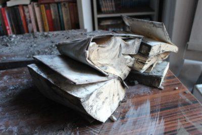 pożar w bibliotece