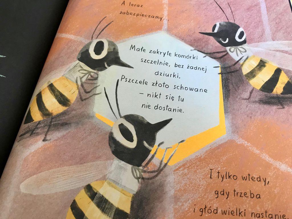 Mali pszczelarze w bibliotece
