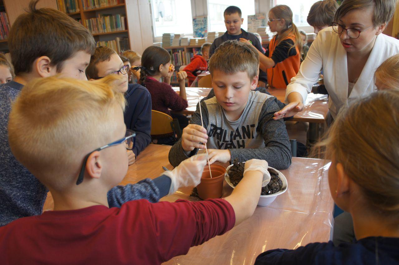 Biblioteka Publiczna w dzielnicy Białołęka m.st. Warszawy – Biblioteka dla Dzieci i Młodzieży nr IV prezentuje swoje