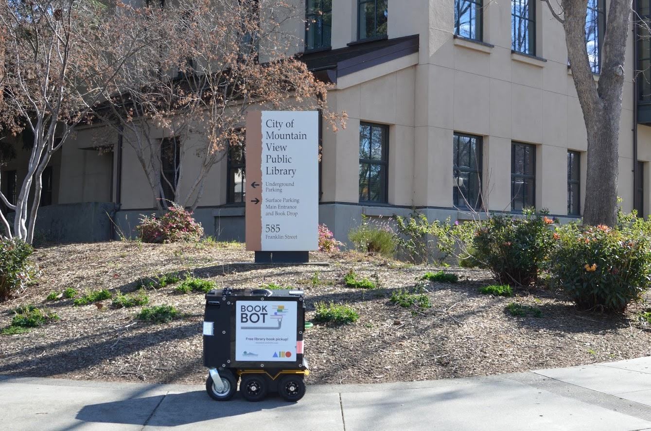 Book Bot – robot, który odbierze książki i zwróci je biblioteki