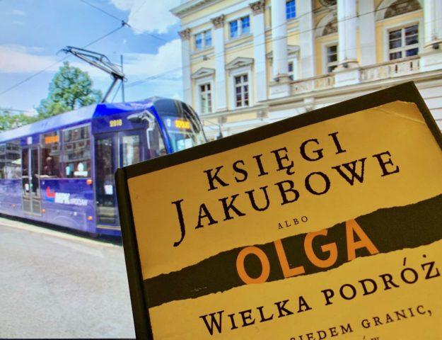 Z książką Olgi Tokarczuk MPK jeździsz bezpłatnie