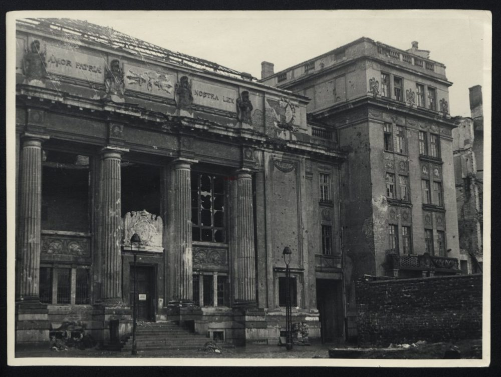 75 lat temu Niemcy podpalili Bibliotekę Narodową w Warszawie
