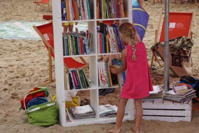 Biblioteka na plaży