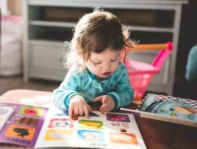 Sportowcy czytają dzieciom. Wychowanie przez sport i czytanie